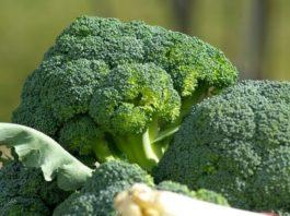 Как сохранить ярко-изумрудный цвет при варке зеленых овощей?