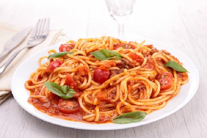 Картинки по запросу Неизменным спутником любой пасты является соус. Он и определяет вкус блюда. Гурманы уверены, что именно соус является сердцем пасты, без которого она не может существовать.