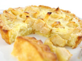 Диетический яблочный пирог — радость для тех, кто на диете!