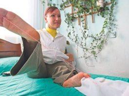 Она родилась без рук, ее ноги разной длины, но она сама воспитывает двоих деток и работает визажистом!
