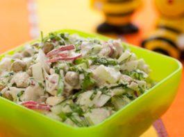 Весенний низкокалорийный салат с курицей: идеальный легкий ужин!