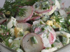 Весенний низкокалорийный салат с редиской и яйцом